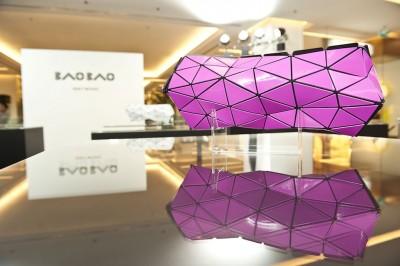 กระเป๋าพับเอง! Bao Bao Issey Miyake Distortion รุ่น Limited Edition!